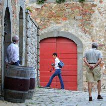 Castello di Gargonza i tajemnica czerwonych drzwi