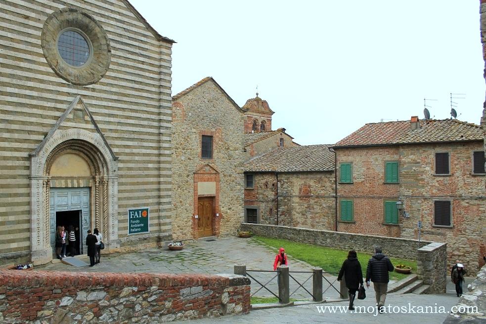 Lucignano, Giornate FAI di Primavera Chiesa di San Francesco, la piazzetta