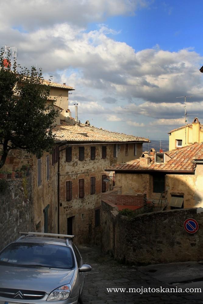 1 pod dachami Montalcino