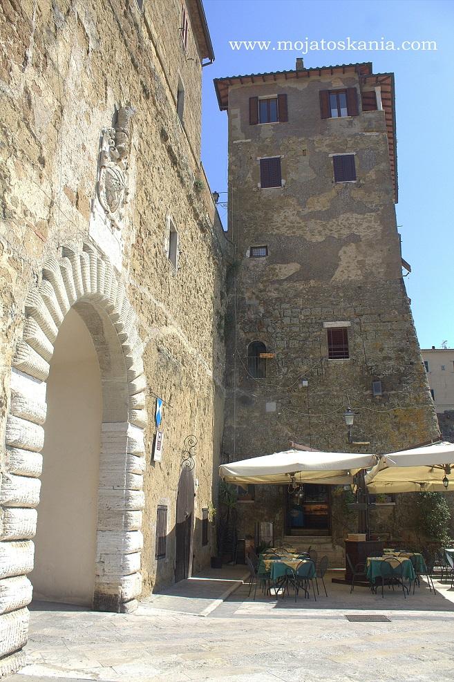10 Pitigliano wieza przy wejsciu