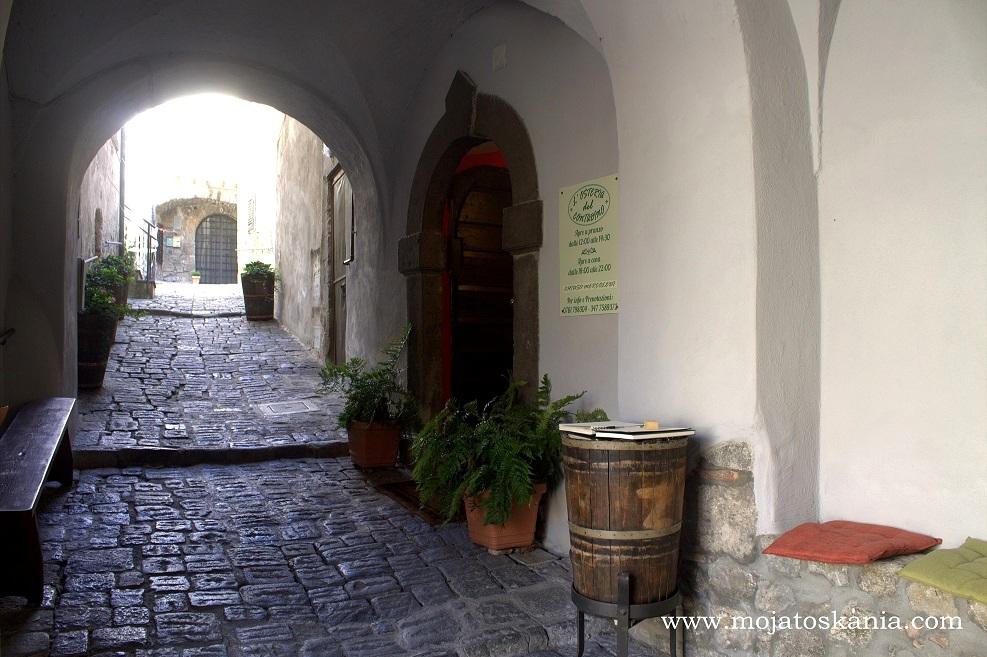 3 Bolsena Przy wejsciu do restauracji il Contadino