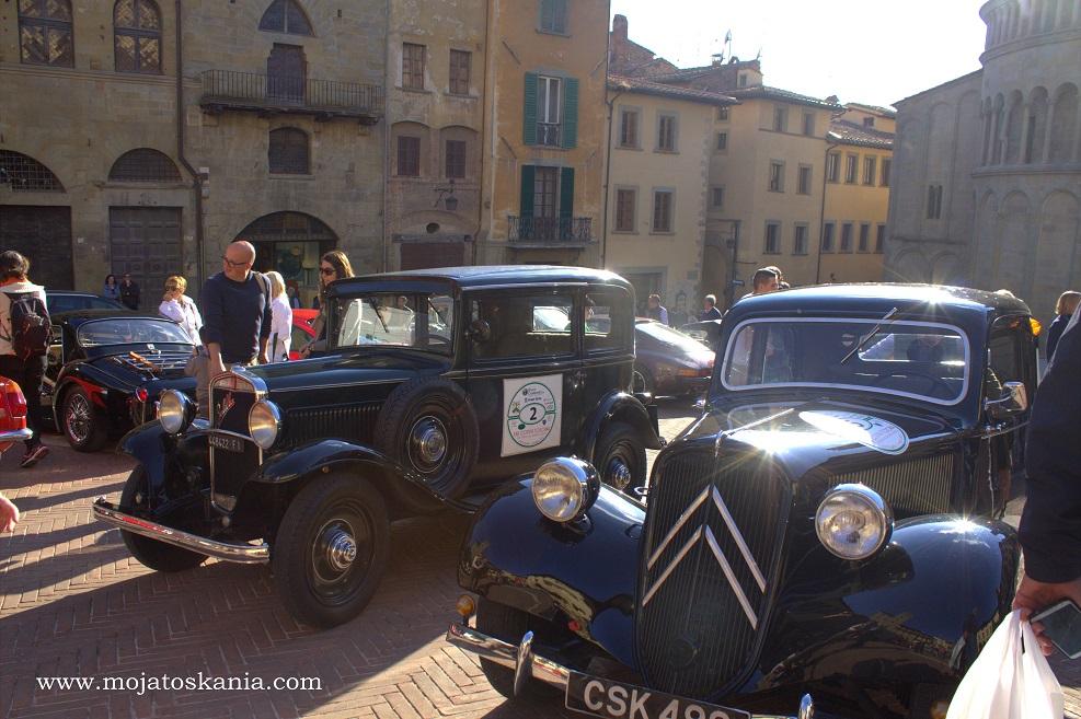 4 Arezzo Piazza Grande zlot samochodów dawnych