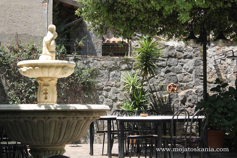 5 fontanna w ogródku
