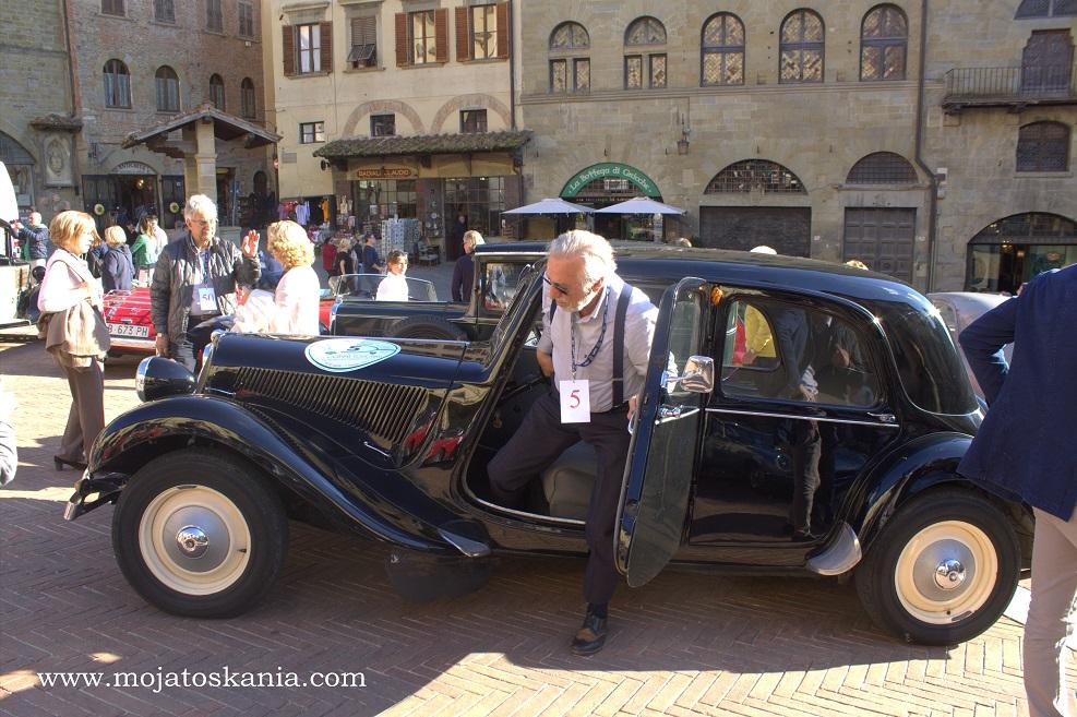6 Arezzo zlot samochodów starodawnych