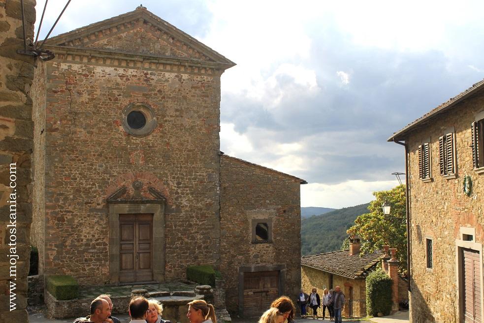 Volpaia chiesa e turisti
