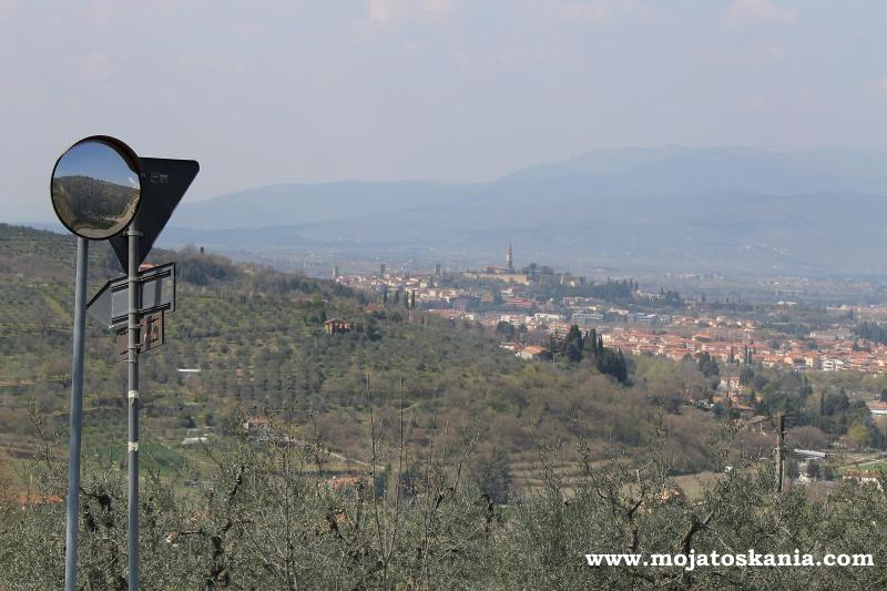 Zza drogi widoczek na Arezzo.jpg