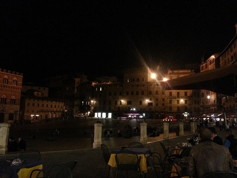 siena-noc-piazza-del-campo