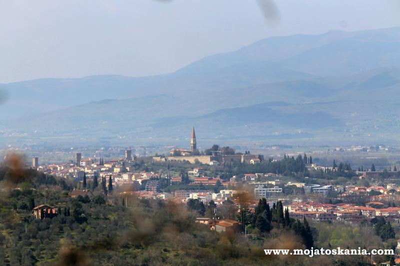 z oddali Arezzo.jpg