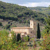 Opactwo Sant'Antimo. Kamień, który śpiewa. Una pietra che canta.